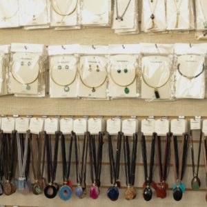Colares de aro/cordão – Pedras Diversas